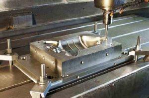 Hoạt động gia công kim loại của máy
